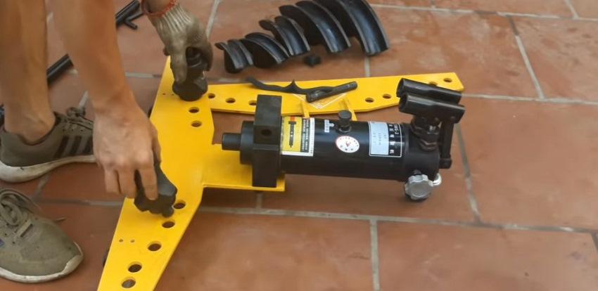cách sử dụng máy uốn ống thủy lực 3