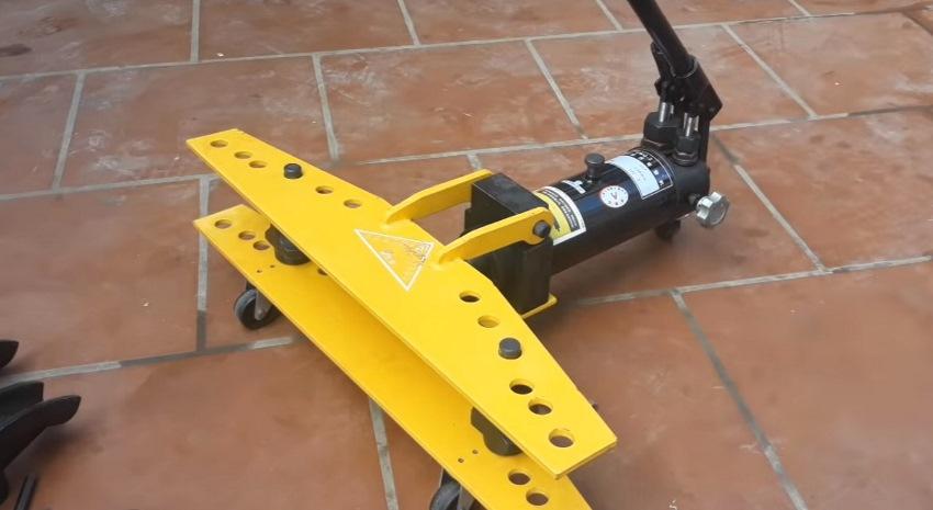 thao tác máy uốn ống thủy lực 9