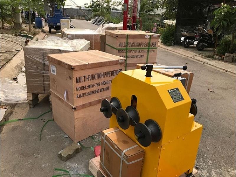 Sản phẩm được đóng gói trong hộp gỗ chắc chắn